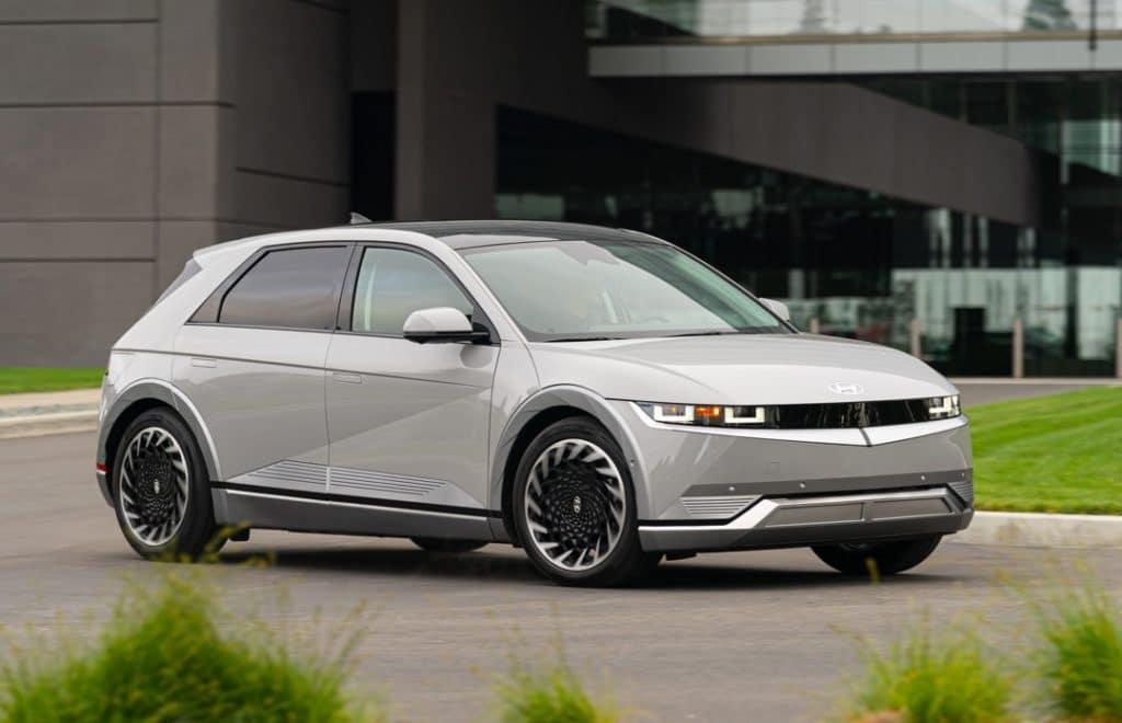 2022 Hyundai IONIQ5 silver front 3/4